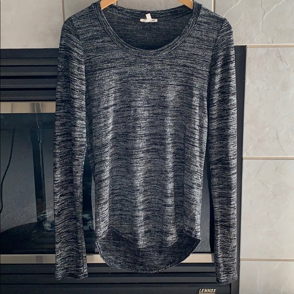 Aritzia Wilfred Free Stretchy Long Sleeves